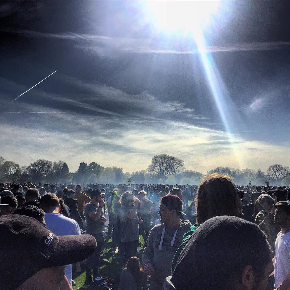 420 London Hyde Park Tenaj Pie