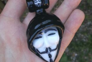 Hooded anonymous mask pendant